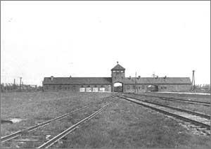 La porte de la Mort du camp d'Auschwitz-Birkenau (source : Amicale des déportés tatoués)