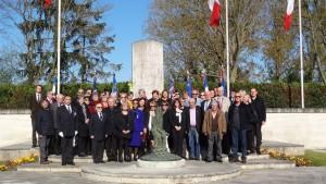 Monument commémoratif du Mémorial de l'internement de Royallieu - Photo de groupe de l'Amicale du convoi des déportes tatoués du 27 avril 1944.